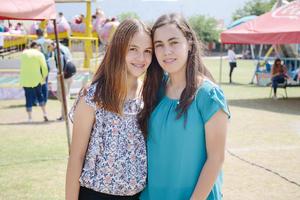 29052016 EN EVENTO ESCOLAR.  Ximena e Isabel.
