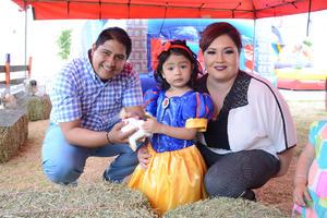 03052016 CUMPLE TRES AñOS.  La pequeña Paulina acompañada de sus papás, Ramón e Hilda.