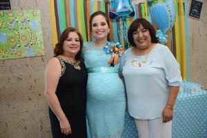 14052016 PRENATAL.  Minelly Barba Niño con su mamá, Nelly Niño, y su suegra, Dora Escobedo.