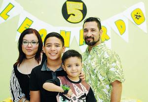 29052016 CELEBRA SU CUMPLEAñOS.  Leonardo Talamantes Cázares, acompañado de sus papás, Javier Talamantes y Marlene Cázares, y su hermano, Franco, en su fiesta de cumpleaños.