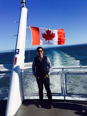 22052016 VIVE GRAN EXPERIENCIA.  Hafid Dajlala de viaje en el ferry de Vancouver hacia Victoria, en Canadá.