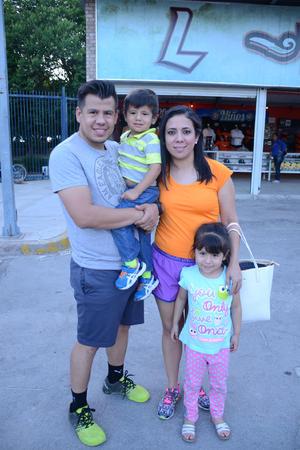 18052016 Carlos, Gabriel, Sara y Gaby.