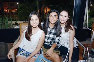 08052016 AMIGAS.  Daniela, Marycris y Sofía.