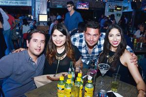 02052016 SE DIVIERTEN.  Alejandro, Laura, Israel y Sandra.