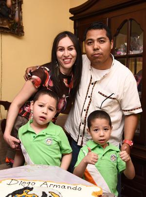 08052016 CUMPLE EN FAMILIA.  Diego Armando Fernández en su fiesta de cumpleaños acompañado de sus papás, Armando Fernández y Dinorah Cordero, y su hermanito.