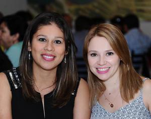 21052016 MUY CONTENTAS.  Karina y Aracely.