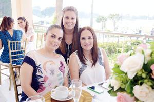 08052016 EN RECIENTE CELEBRACIóN.  Julieta, Leticia y Celina.
