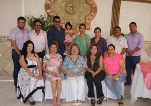 23052016 Personal de la Secundaria 'Bicentenario de la Independencia' de Gomez Palacio festejó los 40 años de servicio de la directora Juana Castro.
