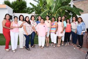 29052016 SE CASARá EN BREVE.  Araceli Sandoval Palacios en compañía de algunas de las invitadas a su prenupcial.