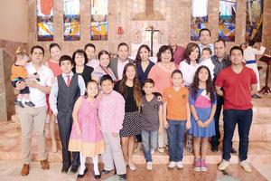 01052016 El festejado acompañado de familiares y amigos.