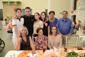 26052016 Enriqueta López y su familia.