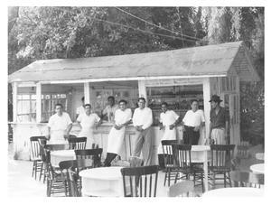 01052016 En 1954, los empleados  René N., Roberto Cantú, Carlos  Muñoz, José Muñoz, Armando Martínez, Gregorio Hurtado y Lupe.