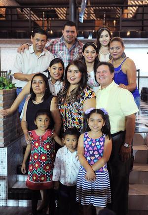 02052016 FELIZ CUMPLE.  Ana Ruiz Jasso en el festejo por sus 27 años de vida acompañada de sus papás, Adrián y Juana María Ruiz; su hijo, Alberto Escalera Ruiz; su hermana, Jessica Ruiz; sus primas, Diana y Karla, y demás familiares.