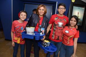 04052016 Diego, Karina, Juan Pablo y Cristy.