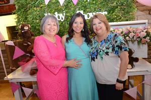 09052016 BABY SHOWER.  Paty con su mamá, Patricia Carrilllo, y su madrina, Lupita de Gaucín.