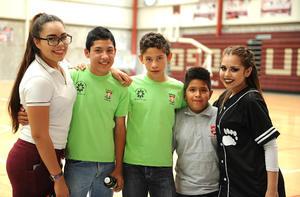 13052016 Ana, Jonathan, Javier, Kevin y Barbie.