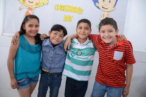 29052016 FELICES.  Karol, Andrea, Adrián y Juan.