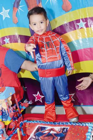 01052016 Festejando su tercer cumpleaños Gerardo Jibril como El Hombre Araña.