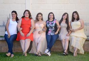 29052016 La festejada acompañada por sus damas de honor: Angi, Maritza, Ili, Marce, Susi y Angi.