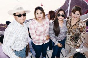 02052016 EN FAMILIA.  Ignacio, Ana Judith, Annaly y Dora Elena.