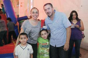 09052016 EN FAMILIA.  José, Ruth Andrea, Santiago y Azócar.