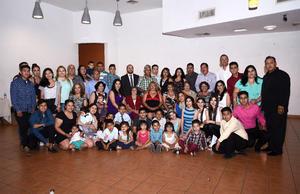 22052016 FELIZ CUMPLEAñOS.  Esperanza Flores viuda de Guerrero acompañada de sus hijos, nietos y demás familiares en la fiesta que se le organizó por su cumpleaños número 93.