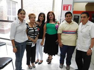 31052016 VELADA LITERARIA.  Irma Leyva y Francisco Pesqueira acompañados de su familia.