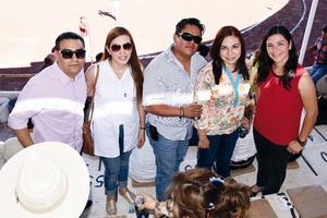 02052016 TARDE DE TOROS. Toño, Ale, Víctor, Brenda y Diana.