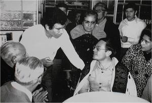 01052016 Una noche de diciembre de 1972, se observa al locutor de televisión Raúl Velasco; lo atiende Juan Sosa, empleado de la  nevería.