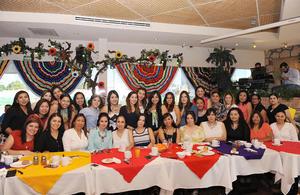 02052016 BABY SHOWER.  Paola Luna Reyes con sus compañeras de trabajo en la fiesta de canastilla que se le organizó con motivo del próximo nacimiento de su bebé.