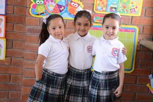 23052016 Camila, Ivanna y Sofía.