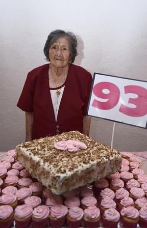 16052016 CUMPLE 93 AÑOS.  Esperanza Flores viuda de Guerrero.