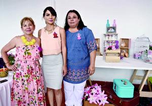15052016 Acompañaron en este día tan especial a Araceli, amigas y familiares.