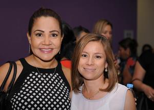 21052016 FESTEJAN SU DíA.  Adriana y Gaby.