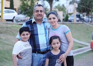 03052016 Alejandro, Magdalena, Alex y Valeria.