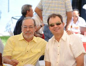 11052016 EN FESTEJO.  Mauricio y Fernando.