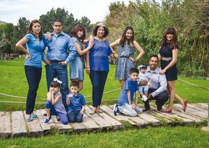 08052016 Brenda Cerón acompañada de sus hijas, Karime, Alex, Mitzi y Ruly; sus yernos, Antonio y Abraham, y sus nietos, Raúl, Bruno, Valentina y Emilia.