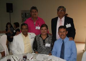 23052016 Mario Alvarado, Luz Elena Quibrera, José Soria, Jesús Hugo Arratia y Nemesio Cárdenas cumplieron 30 años de servicio.