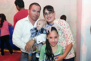 08052016 EN FAMILIA.  Víctor, Francisco, Violeta y Camila.