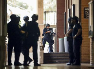 El campus estuvo prácticamente sitiado para salvaguardar la integridad de los presentes.
