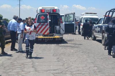 Los lesionados fueron trasladaron a las instalaciones de la clínica La Amistad de Torreón, donde la aseguradora del camión, tiene el servicio médico.