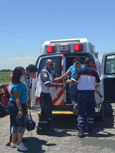 De los pasajeros, dos resultaron heridos de gravedad, con fracturas expuestas y del resto con lesiones superficiales.