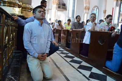 Previo a su voto, el candidato a la presidencia municipal de Gómez Palacio por la coalición PAN-PRD, Francisco León Ezquerra, acudió a una misa en la Catedral de Nuestra Señora de Guadalupe.