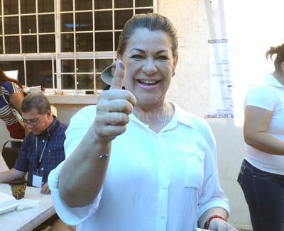 La aspirante a la presidencia municipal se mostró contenta por la jornada electoral y dijo que este día recordó a su padre Carlos Herrera Araluce.