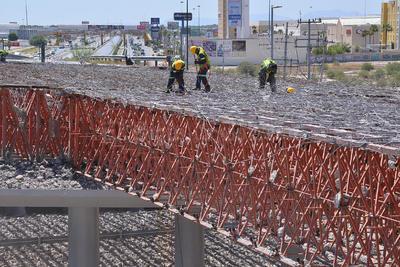 Iniciaron los trabajos de retiro de la estructura metálica de alrededor de 200 toneladas de acero viejo del puente superior Periférico-Villa Florida.