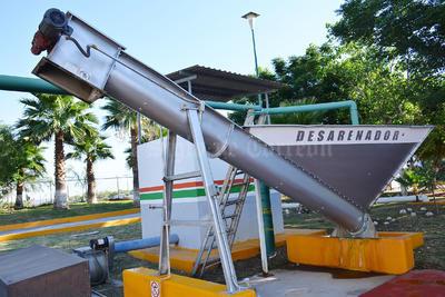 Simas Torreón realizó el primer secado de lagunas de oxidación y retiro de lodos a manera de limpieza.