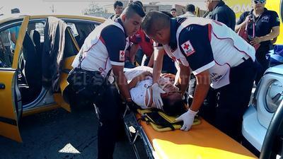 Los pasajeros que viajaban en la parte posterior terminaron atrapados, en tanto el copiloto y el conductor con lesiones en diversas partes del cuerpo.