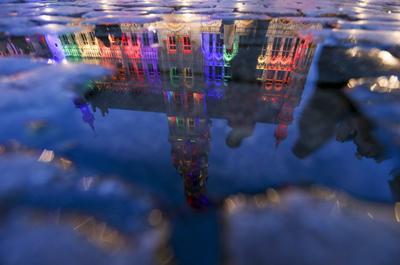 El Grand Place de Bruselas en honor a las víctimas del tiroteo en Orlando.