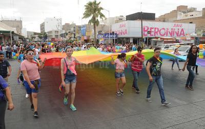 Se realizó la novena edición de la marcha del orgullo Lésbico, Gays, Bisexuales y Transexual (LGBT) por las principales calles de la zona Centro de Torreón.