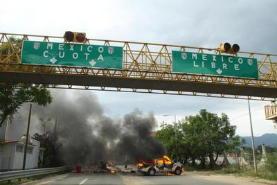 El enfrentamiento se prolongó durante varias horas y se registraron disparos de armas de fuego por parte de ambos bandos.